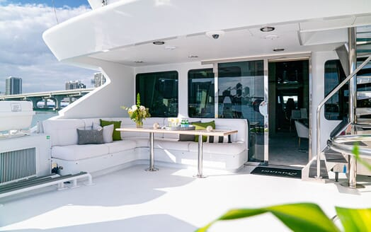 Motor Yachts INVISION Aft Deck Seating