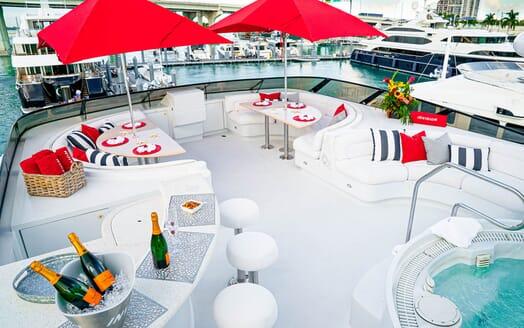 Motor Yachts INVISION Sun Deck