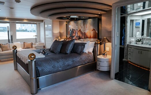 Motor Yachts INVISION Master Stateroom