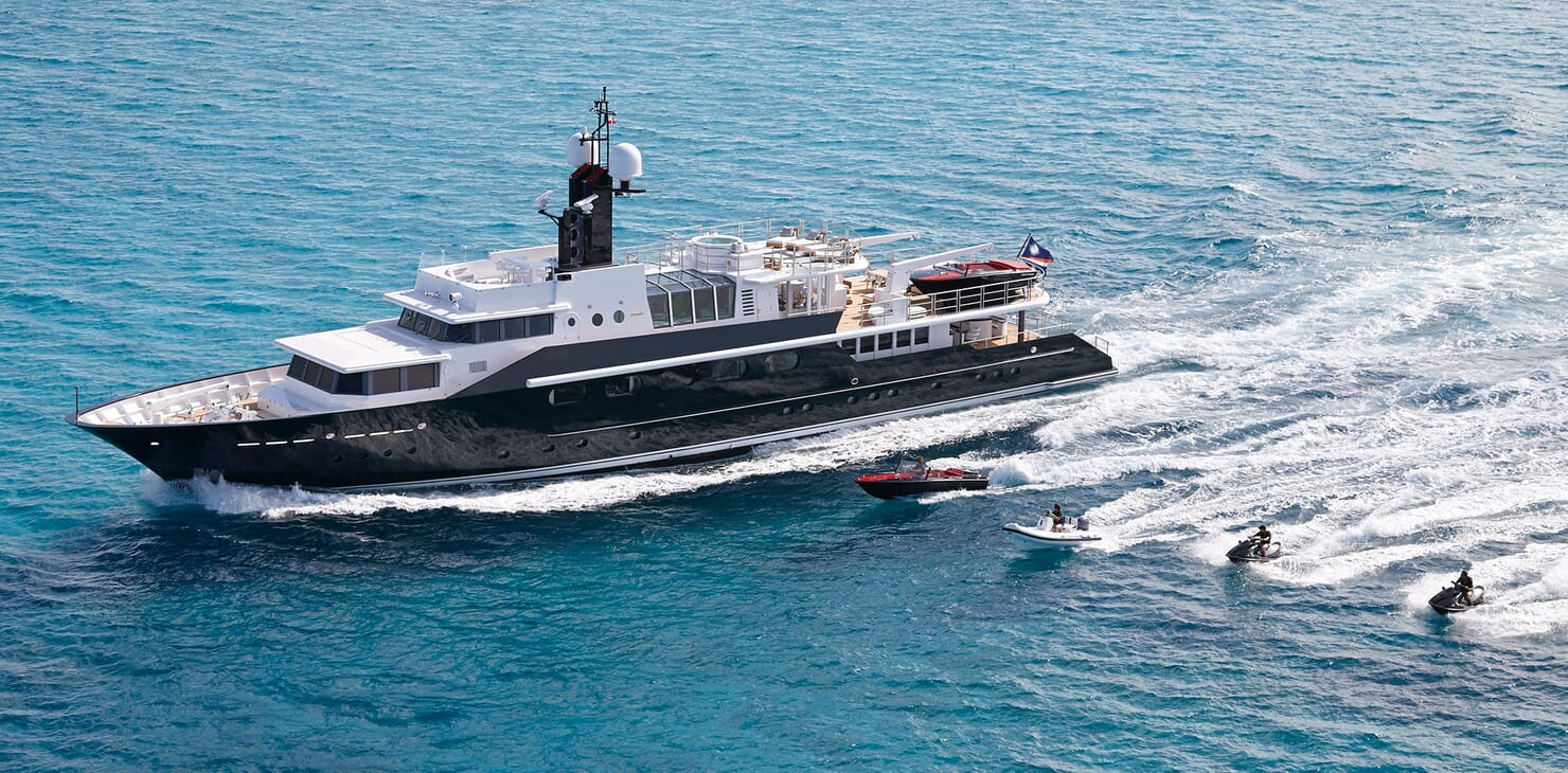 Motor Yacht HIGHLANDER Underway with Toys
