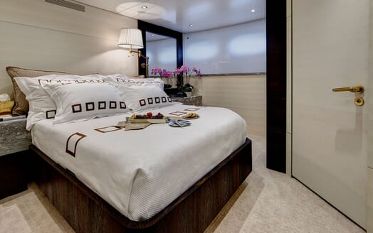 Motor Yacht HIGHLANDER Double Guest Stateroom