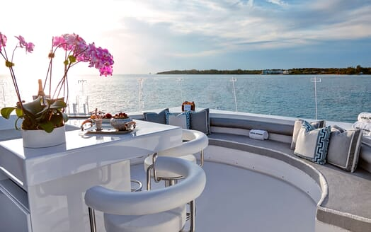 Motor Yacht HIGHLANDER Sun Deck Forward Seating