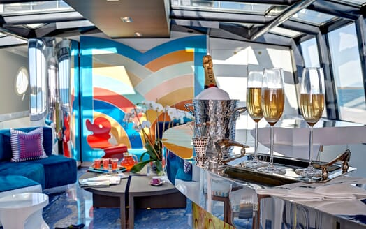 Motor Yacht HIGHLANDER Bar with Drinks