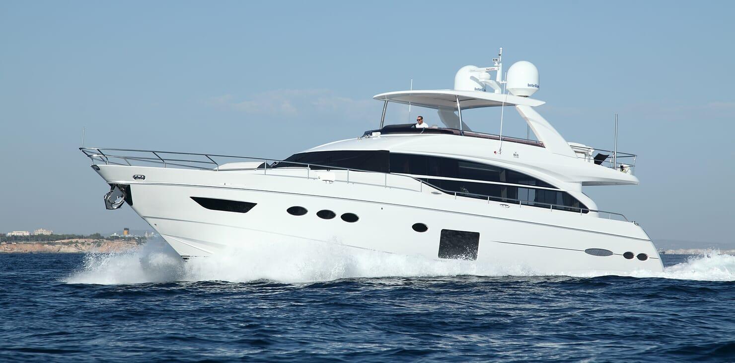 Motor Yacht Samakanda running shot