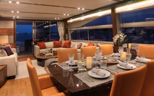 Motor Yacht Samakanda dining area