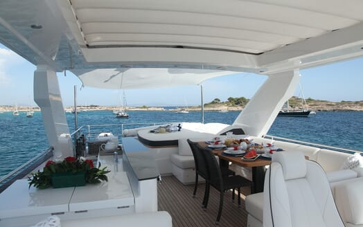 Motor Yacht Samakanda outdoor seating