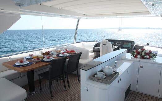Motor Yacht Samakanda flydeck