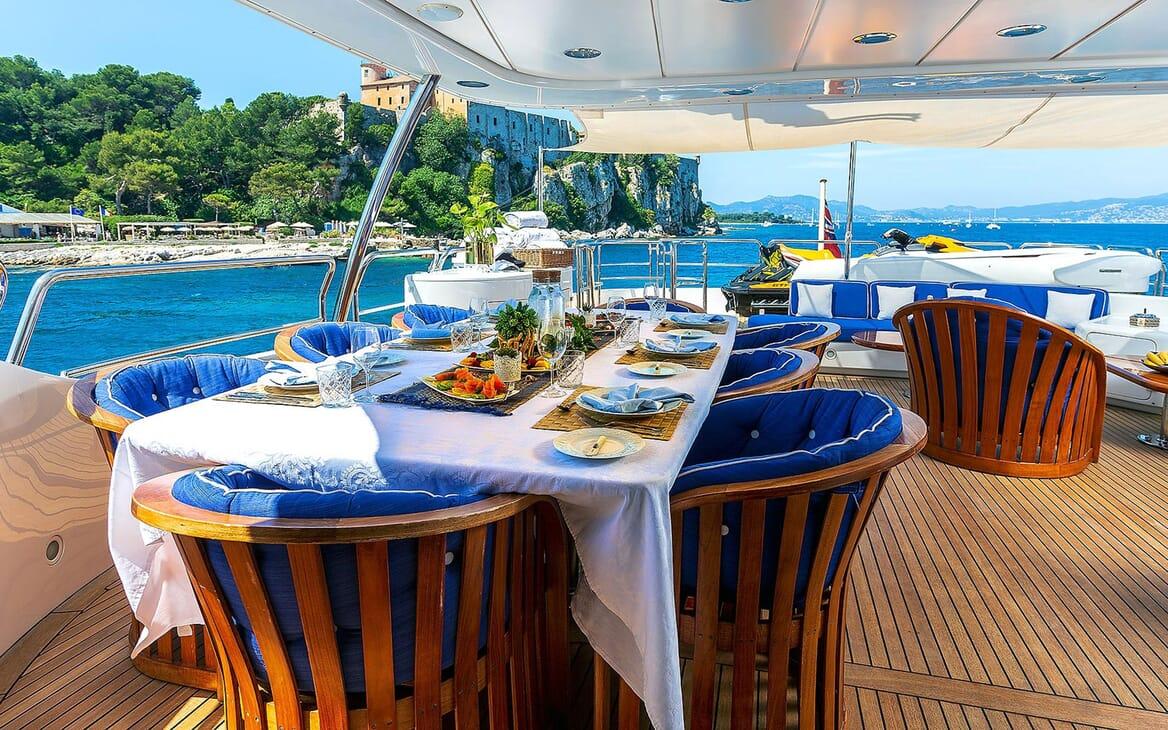 Motor Yacht NEW STAR Al Fresco Dining