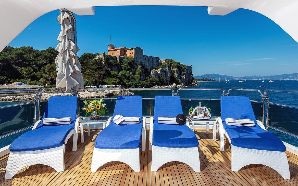 Motor Yacht NEW STAR Sun Deck Loungers