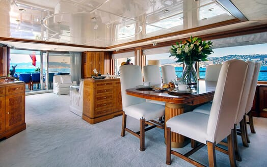Motor Yacht NEW STAR Dining Table