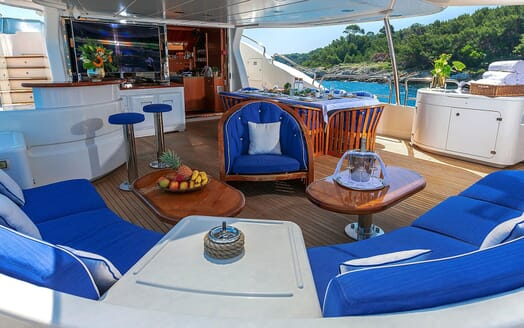 Motor Yacht NEW STAR Aft Deck Seating and Dining