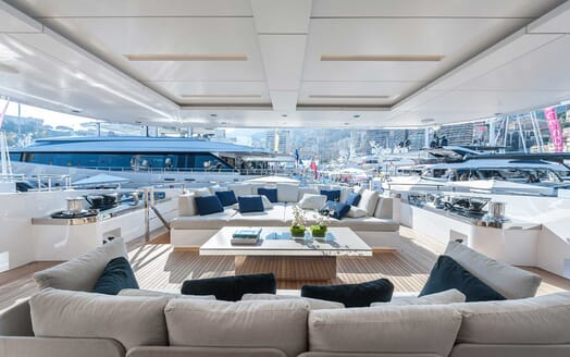 Motor Yacht Entourage outdoor seating area