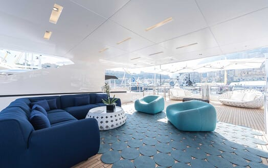 Motor Yacht Entourage outdoor seating
