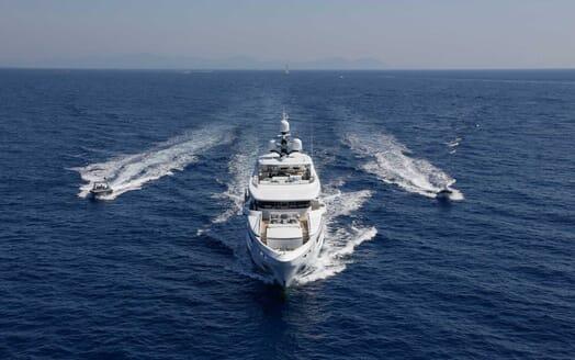 Motor Yacht Entourage cruising