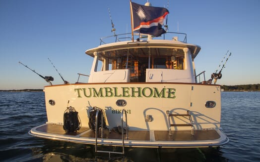 Motor Yacht Tumblehome aft shot