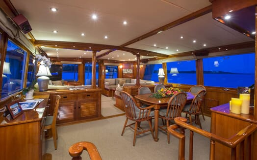Motor Yacht Tumblehome living area