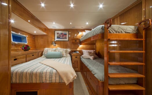 Motor Yacht Tumblehome guest cabin