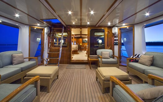 Motor Yacht Tumblehome outside seating