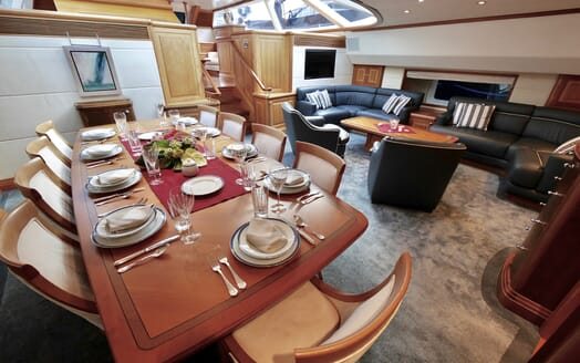 Sailing Yacht Zalmon living area