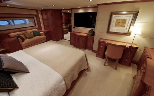 Sailing Yacht Zalmon master stateroom
