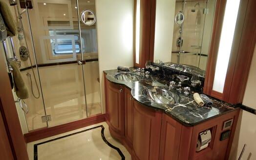Sailing Yacht Zalmon master bathroom