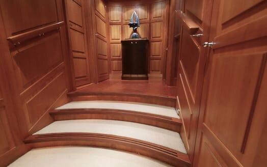 Sailing Yacht Zalmon stairwell