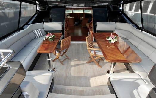 Sailing Yacht Zalmon sky lounge