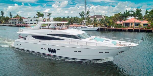 Motor Yacht Cristobal running shot