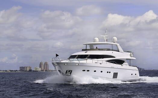 Motor Yacht Cristobal cruising