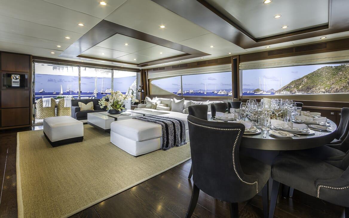 Motor Yacht Cristobal saloon
