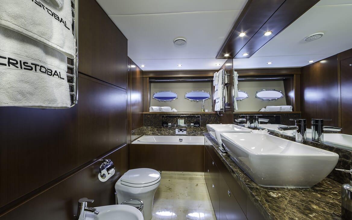 Motor Yacht Cristobal master bathroom