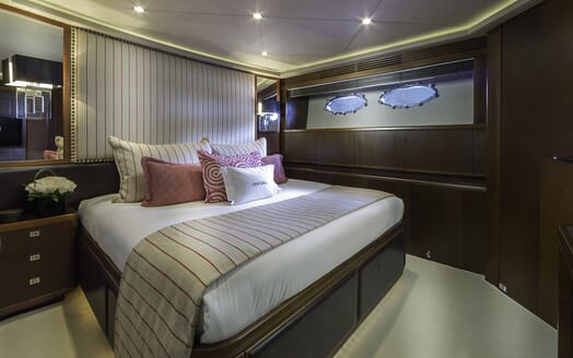 Motor Yacht Cristobal guest cabin