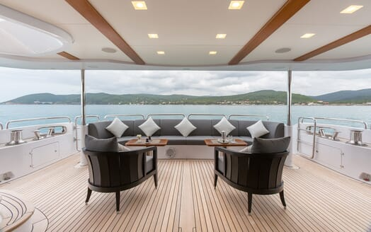 Motor Yacht Edesia aft seating area