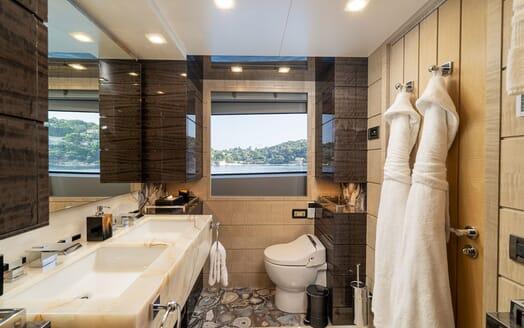 Motor Yacht Edesia salon
