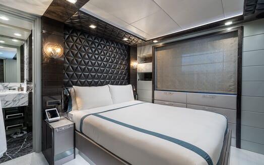 Motor Yacht Edesia saloon
