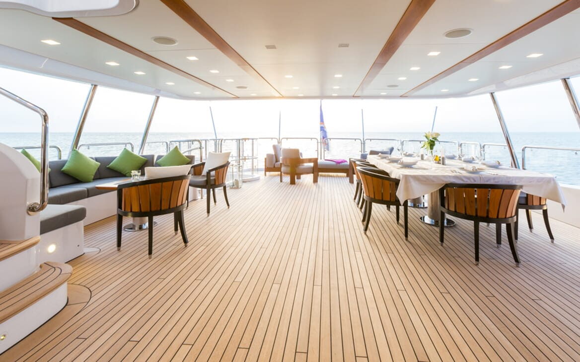 Motor Yacht Edesia outdoor dining area