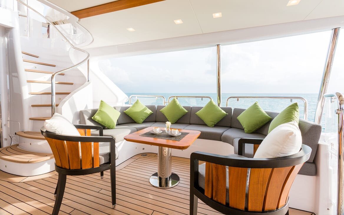 Motor Yacht Edesia outdoor seating