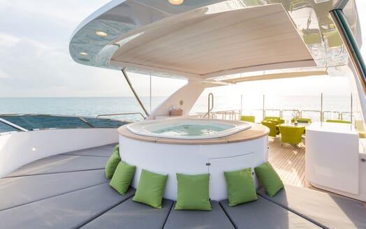 Motor Yacht Edesia deck