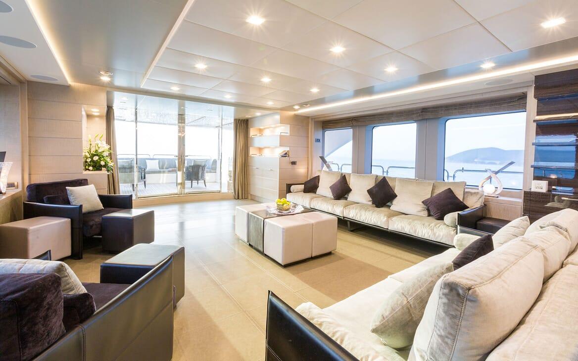 Motor Yacht Edesia sky lounge