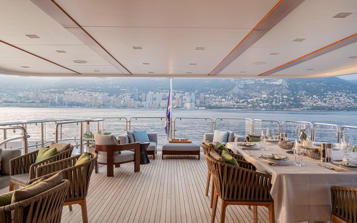 Motor Yacht Edesia main deck