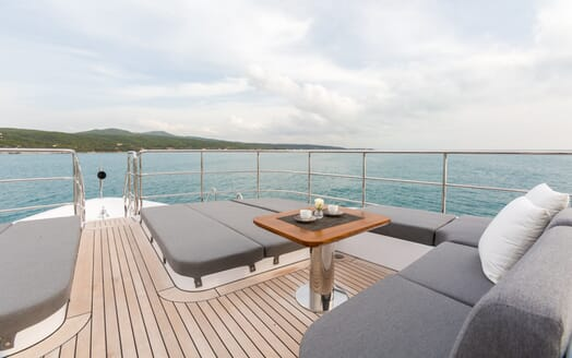 Motor Yacht Edesia exterior seating