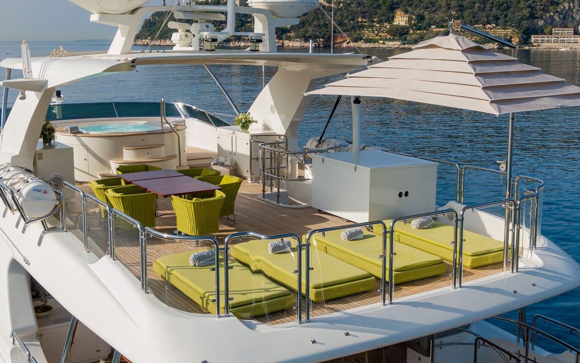 Motor Yacht Edesia un loungers