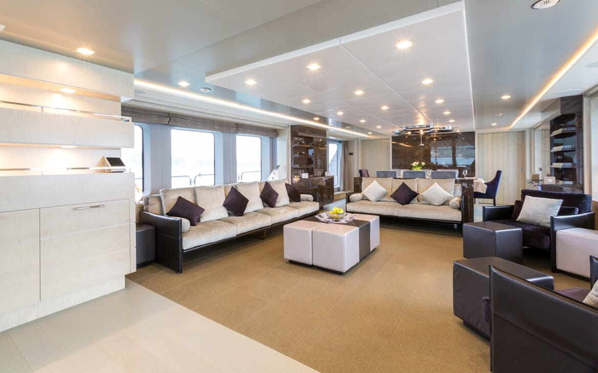 Motor Yacht Edesia living area