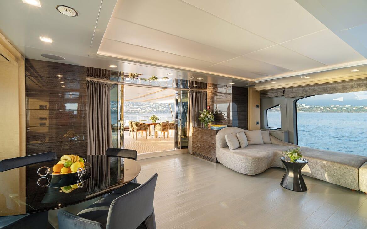 Motor Yacht Edesia master cabin