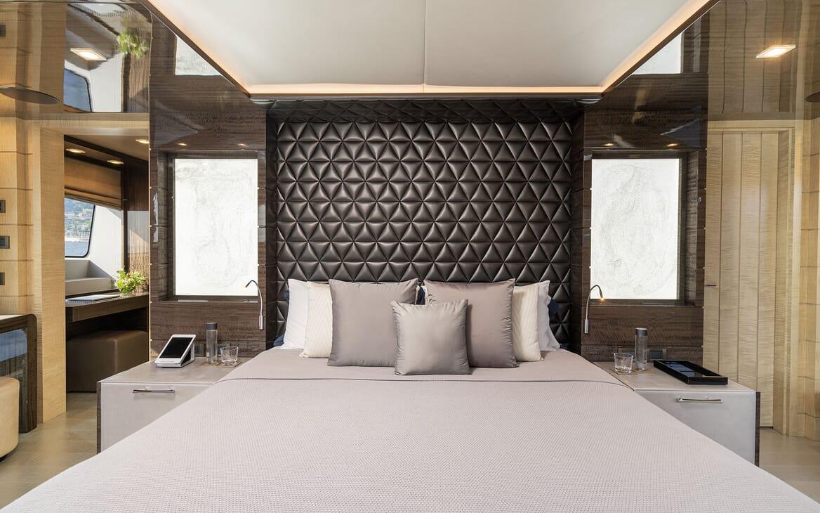 Motor Yacht Edesia guest cabin