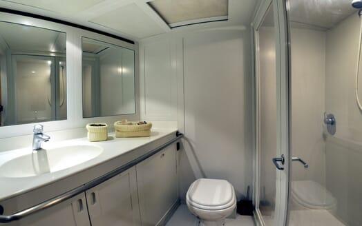 Sailing Yacht Adesso bathroom