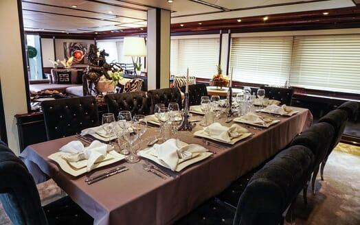 Motor Yacht Indigo Star I Dining Table