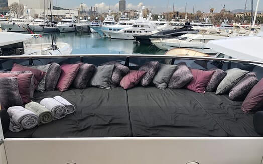 Motor Yacht Indigo Star I Deck Lounger