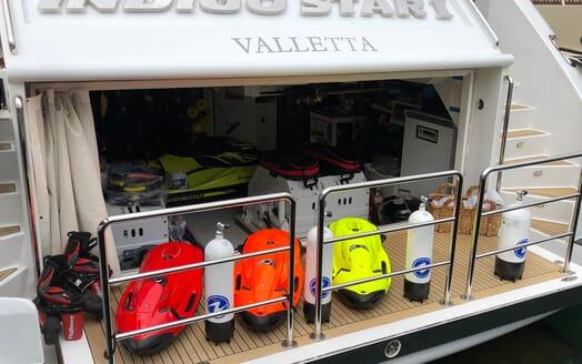Motor Yacht Indigo Star I Water Toys