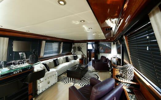 Motor Yacht Indigo Star I Main Saloon 2